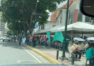 """En imágenes: Descarada jornada de vacunación en Baruta a punta del """"carnet de la Patria"""""""