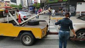 Más de 35 mil dólares pueden cobrar mensualmente por remolque de vehículos en Chacao ¿negocio, o bien común?