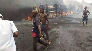 Doce muertos y decenas de casas quemadas tras accidente de camión cisterna en Nigeria