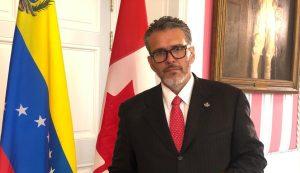 Viera-Blanco sugirió arrancar un programa especial de estudios en Canadá