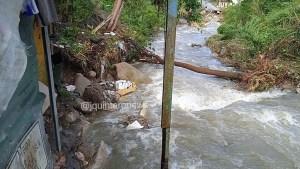 ¡Desgarrador! Habitante afectado relata cómo su vivienda cedió ante la crecida del río Albarregas en Mérida #8Abr