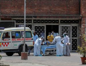 Cifras de horror: La India supera las 4 mil muertes diarias por coronavirus