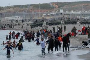 EN FOTOS: El drama de los migrantes marroquíes a orillas de Ceuta paraliza España