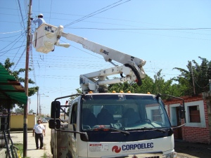 """Continúan los """"trabajos"""" para restituir el servicio eléctrico en La Guaira (Video)"""