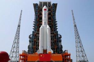 Cómo es el Long March 5B, el cohete chino fuera de control que se aproxima a la Tierra