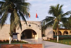 Asesinato entre oficiales en el patio principal de la Infantería de Marina en Vargas
