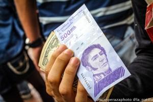 El bolívar sucumbe ante dólares, petros y otras formas de pago en Venezuela