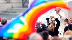 Sacerdotes alemanes desafían al Vaticano con ceremonia de bendición a parejas del mismo sexo