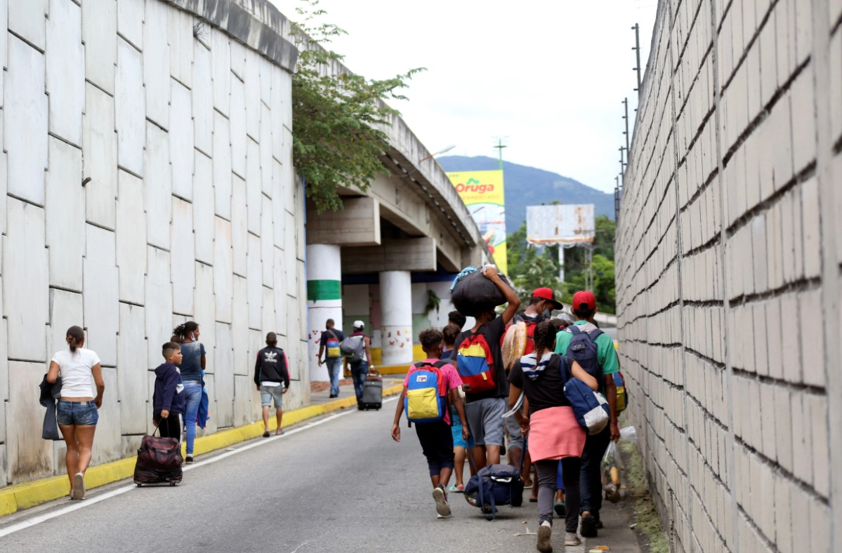 """""""Discriminación y prejuicios"""": Testimonios de migrantes y refugiados venezolanos con VIH"""
