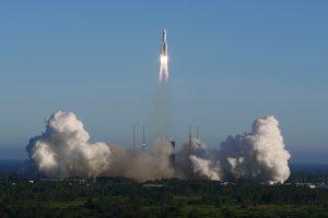 Temen que el cohete chino que se precipita a la Tierra cause destrozos en este país
