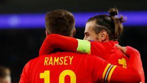 Gales da un paso de gigante a octavos tras ganar 2-0 a Turquía en la Eurocopa