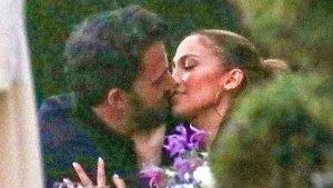 ¡Beso por aquí, beso por allá! El VIDEO de JLo y Ben Affleck más apasionados que nunca