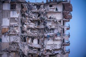 ¿Dónde vivirán ahora? Los sobrevivientes del derrumbe en Miami enfrentan un nuevo reto