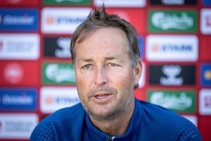 Técnico de Dinamarca denunció que fueron obligados a jugar tras colapso de Eriksen