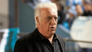 """Internan a """"Coco"""" Basile, último técnico campeón de Copa América con Argentina por Covid-19"""