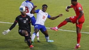 Portero de Haití marcó uno de los autogoles más insólitos en eliminatorias (Video)