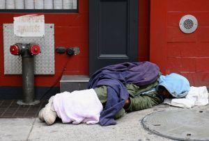 Nueva York moverá a 8,000 desamparados de hoteles a los refugios tras fin de restricciones por Covid-19