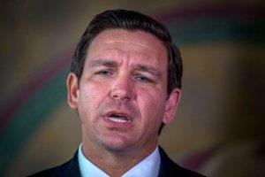 Gobernador de Florida urge a Biden proveer internet al pueblo de Cuba