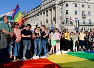 El parlamento húngaro prohibió hablar de homosexualidad en las escuelas y en la TV