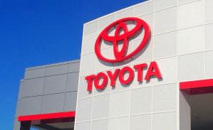 Toyota: Es demasiado pronto para centrarse únicamente en los automóviles eléctricos