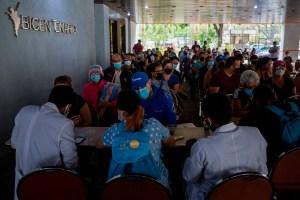 """Academia de Medicina denuncia """"inoperatividad"""" de la mesa técnica en el plan de vacunación en Venezuela"""