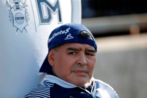 Declaran hermanas de Maradona como testigos en causa por la muerte del astro