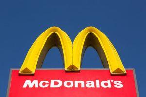 Mujer agredió a empleados de McDonald's en Ohio por no combinar los sabores de su frappé