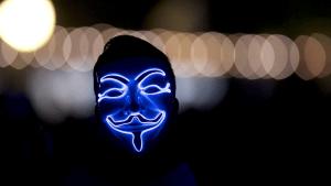 """Un mensaje atribuido a Anonymous amenaza a Elon Musk por """"manipular"""" el precio del bitcoin"""