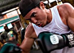 Arreaza invita con saña al boxeador Eldric Sella a regresar a Venezuela