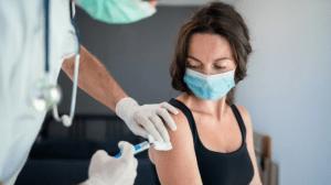 Vacuna anti-Covid y transmisión del virus: ¿Qué es lo que se sabe?