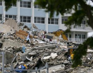 Asciende el número de muertos a 46 por el derrumbe en Miami luego que autoridades encontraran 10 cuerpos