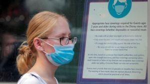 Coronavirus en EEUU: Por qué las autoridades vuelven a recomendar el uso de mascarilla, incluso entre los vacunados