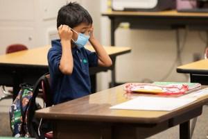 Los CDC recomiendan mascarillas K-12 para todos los estudiantes