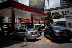 Pdvsa sin capacidad para cubrir demanda de gasolina en el país, según expertos