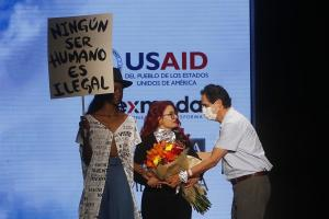 La diseñadora venezolana Carmen Nava visibiliza a los migrantes en la pasarela de Colombia (FOTOS)