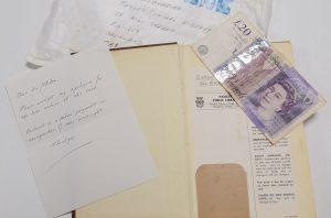 """Devolvió un libro a una biblioteca con más de 50 años de retraso con una """"multa simbólica"""""""