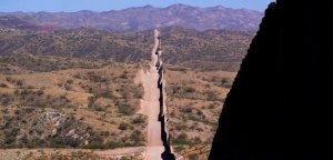 Verano mortal para migrantes que desafían el desierto de Sonora Arizona de EEUU (Video)
