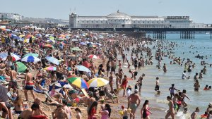 Drama en playa inglesa: Se ahogó frente a sus hijos tras ser arrastrado por la corriente