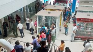 Listados, sobornos y pernoctas: El viacrucis ciudadano para sacar la cédula en Puerto Ordaz