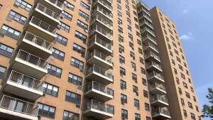 Niño de cuatro años cayó desde el décimo piso de un edificio en Nueva York