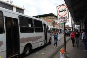 En Tucupita, ciudadanos pagan el pasaje de autobús con frutas y comida