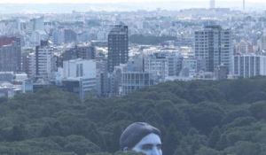 WTF?! Una cabeza flotante gigante se cierne sobre Tokio (FOTO)