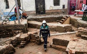 Así se ven los restos de la capilla del siglo XVII que hallaron bajo una plaza de Perú (VIDEO)