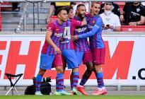 Un joven Barcelona liderado por Memphis Depay goleó al Stuttgart