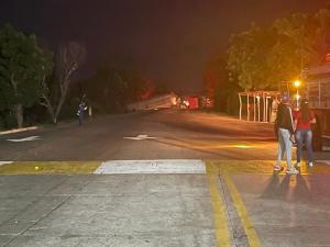 En Imágenes: Volcamiento de una gandola en peaje La Chinita este #26Jul