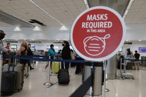 EEUU mantiene restricciones a viajes internacionales por variante Delta (Video)