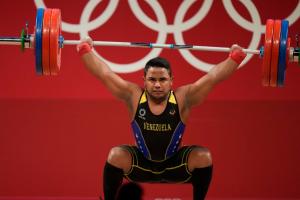¡GRANDE! Keydomar Vallenilla se coronó con la segunda plata olímpica para Venezuela en halterofilia en Tokio 2020