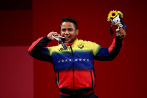 El MOMENTAZO en que Keydomar Vallenilla recibió la medalla de plata en Tokio 2020 (VIDEO)