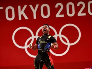 Venezuela brilló con medalla de plata en jornada histórica en la halterofilia con la caída de varios récords olímpicos