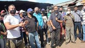 Vendedores protestaron a las puertas del mercado de El Tigre para que se les permita trabajar esta semana